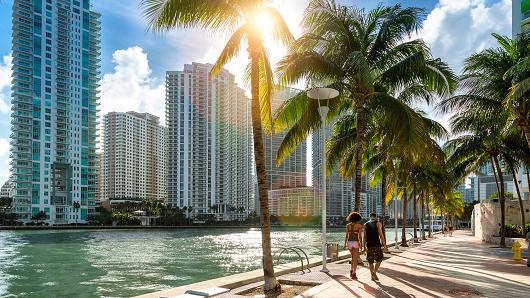 HEDGE FUNDS EYE FLORIDA'S 'NEW MANHATTAN'